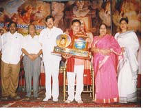 Sunil Kumar Desai being honored with Yajamana Sheshadri Award