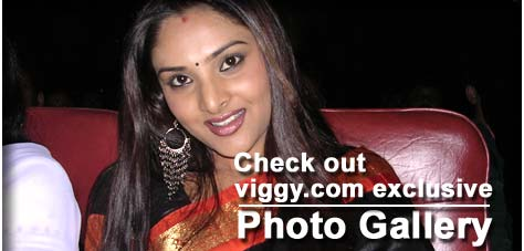 Ramya during Hello Gandhinagar Cine Award