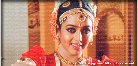 Soundarya in film Aaptha Mitraa