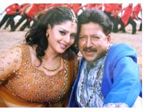Nagma and Vishnuvardhan from film Hrudayavanta